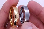 The titanium ring differs from the gold ring.jpg